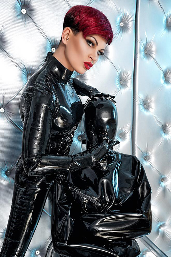 Dominas in latex